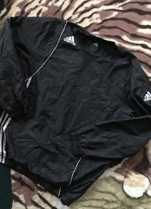 Крутая ветровка для футболистов от adidas