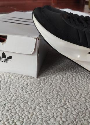 Adidas sharks black кроссовки унисекс