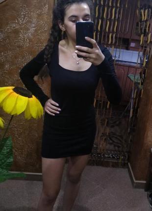 Чорне облягаюче плаття