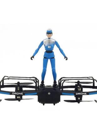 Квадрокоптер с фигуркой и удержанием высоты