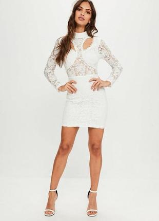 Белое платье из кружева