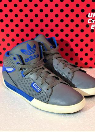 Кроссовки adidas.