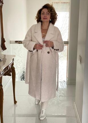 Белая красивая шуба меховое пальто зима из натуральной овчины