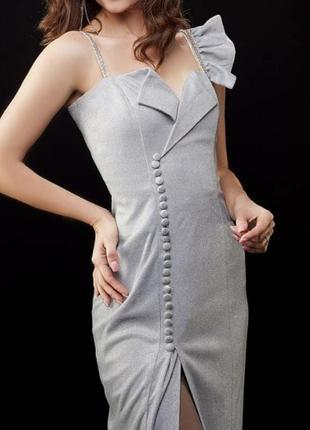 Сукня з сяючої тканини плаття