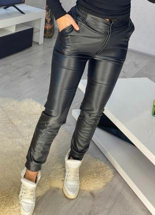Тёплые брюки из эко-кожи