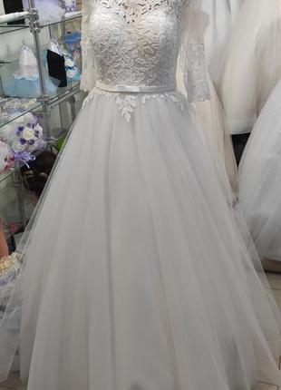 Свадебное платье с вишивкой бисером.