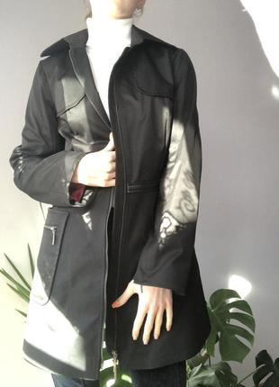 Стильный плащ пальто