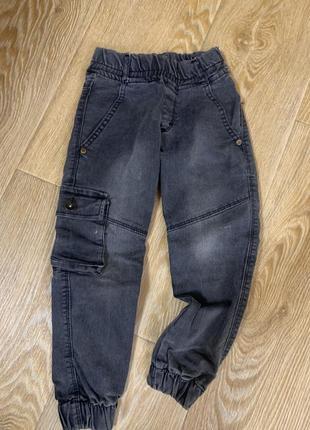 Стильные модные джинсы с карманами на резинке на мальчика