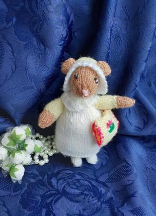 Мышка в платье игрушка интерьерная вязанная ручная работа мышонок с муфточкой