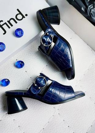 Find. оригинал кожаные темно-синие сабо босоножки с принтом под рептилию