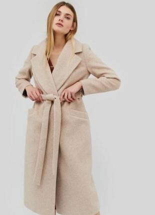 Пальто пудрового цвета 40% шерсти