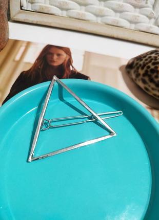 Заколка треугольник серебристая украшение на волосы