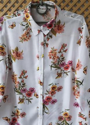 Красивая легкая рубашечка в цветочный принт