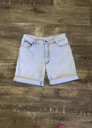 Короткие джинсовые шорты как levis