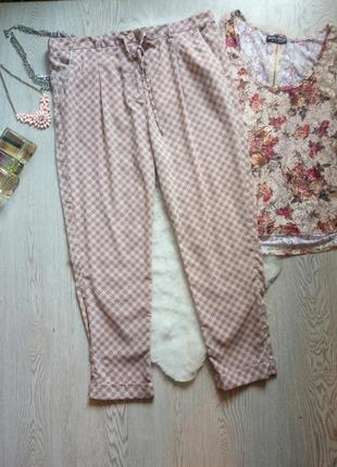 Легкие розовые с принтом рисунком брюки штаны широкие с карманами батал большой разм