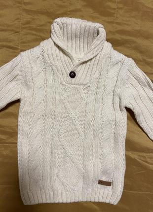 Тёплый новый свитер