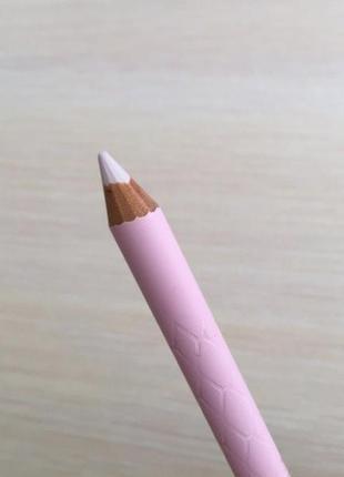 Карандаш для глаз, світлий олівець для очей.
