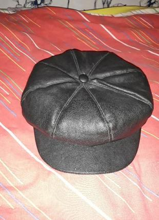 Зимняя женская коженная кепка