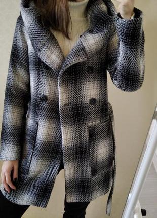 Стильное демисезонное пальто под пояс amisu р.36