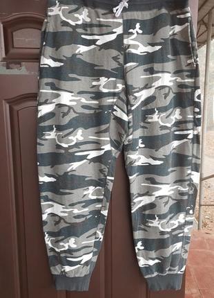 Комуфляжные спортивные штаны