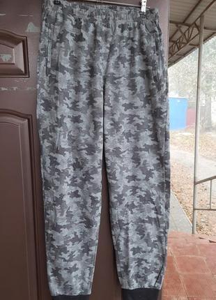 Комуфляжные спортивные штаны на байке