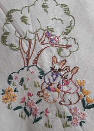 Чудесная скатерть с зайчиками