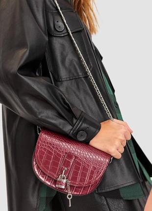 Бордовая поясная сумочка клатч от stradivarius