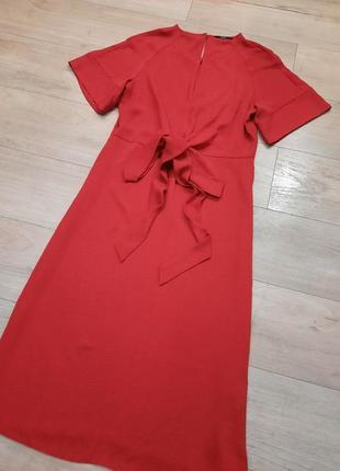Красное миди платье   с узлом