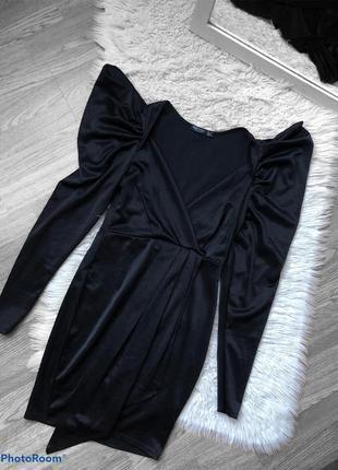 Сукня з плечиками