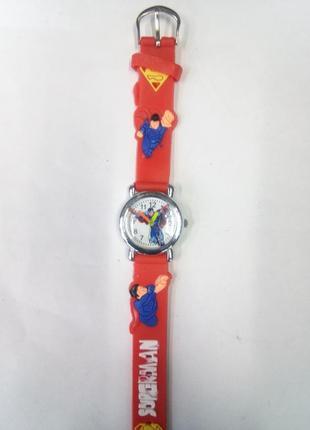 Очень красочные детские часы супермэн