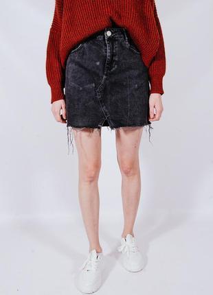 Черная джинсовая юбка рваная