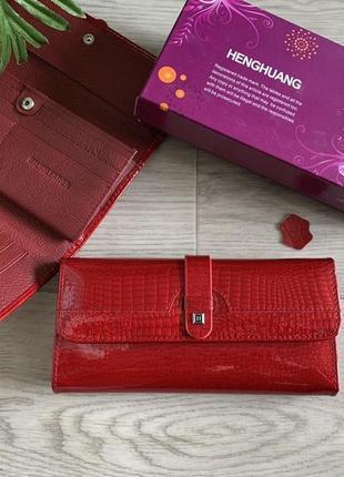 Кожаный лаковый женский кошелёк