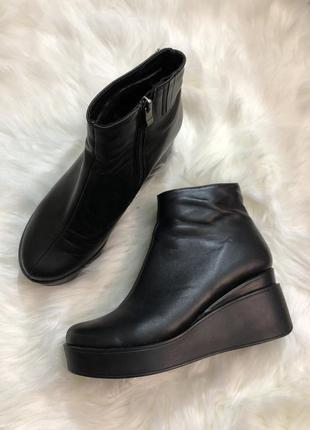 Кожаные ботинки на танкетке, 39 размер { 25/25,4 см }