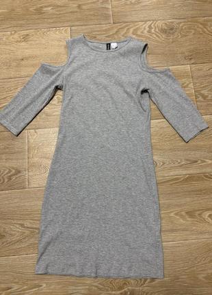 Шикарное стильное платье с открытыми плечами