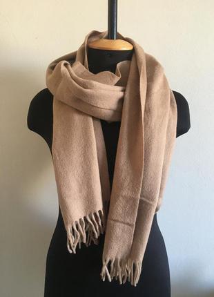 Класний теплий шарф з бахромою кольору кемел від h&m тёплый