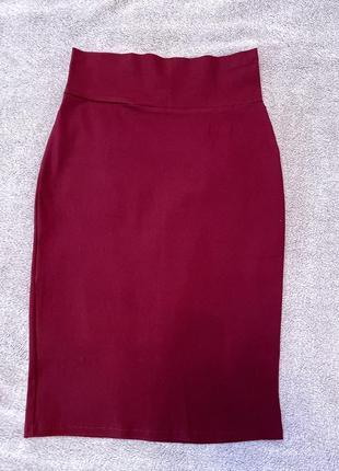 Красная облегающая юбка-карандаш