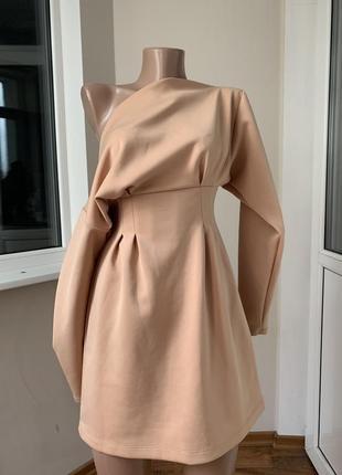 Красивое пудровое платье