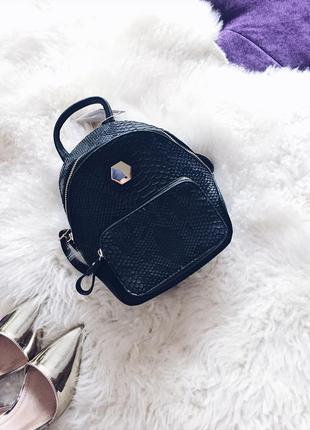 Стильный мини рюкзачек рюкзак в черном цвете под рептилию в наличии по супер цене