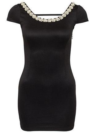 Черное мини платье с открытой спиной