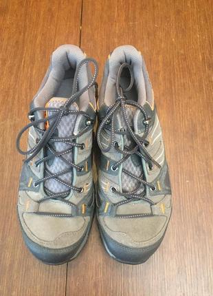 Кроссовки  salomon 39 1/3 ( 25, 4 см) треккинговые.