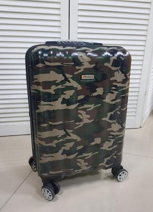 Надежный чемодан из поликарбоната