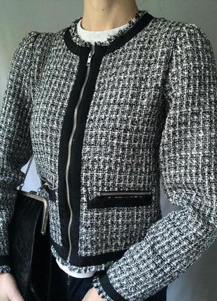 Стильный твидовый пиджак черно-белого цвета