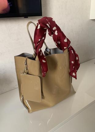 Лаковая сумка.