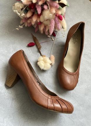 Кожанные туфли soleflex в стиле clark's , ecco