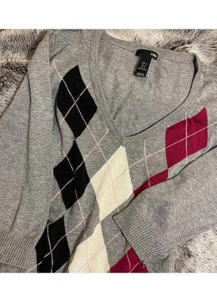 Пуловер серый женский в ромб с вырезом женский стильный