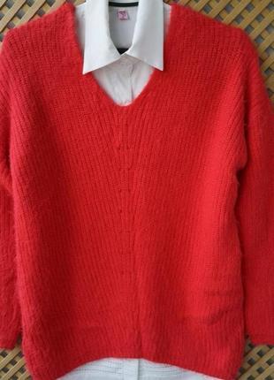 Яркий мягусенький свитерок