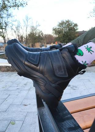 Женские кожаные ботинки на липучках