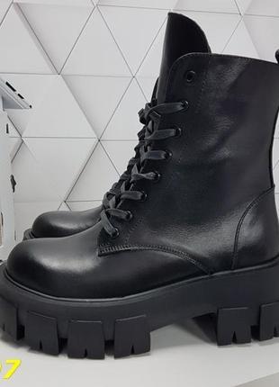 Новые женские кожаные демисезонные  чёрные ботинки на тракторной подошве