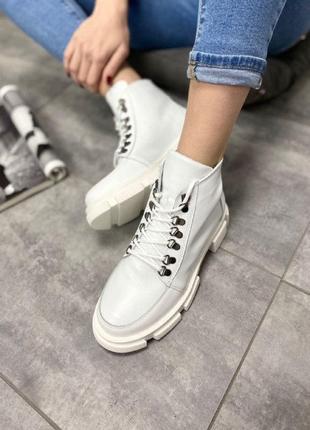 Стильные кожаные теплые ботинки на шнуровке внутри натуральный мех
