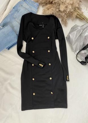 Чёрное приталенное платье-футляр с пуговицами bodyflirt